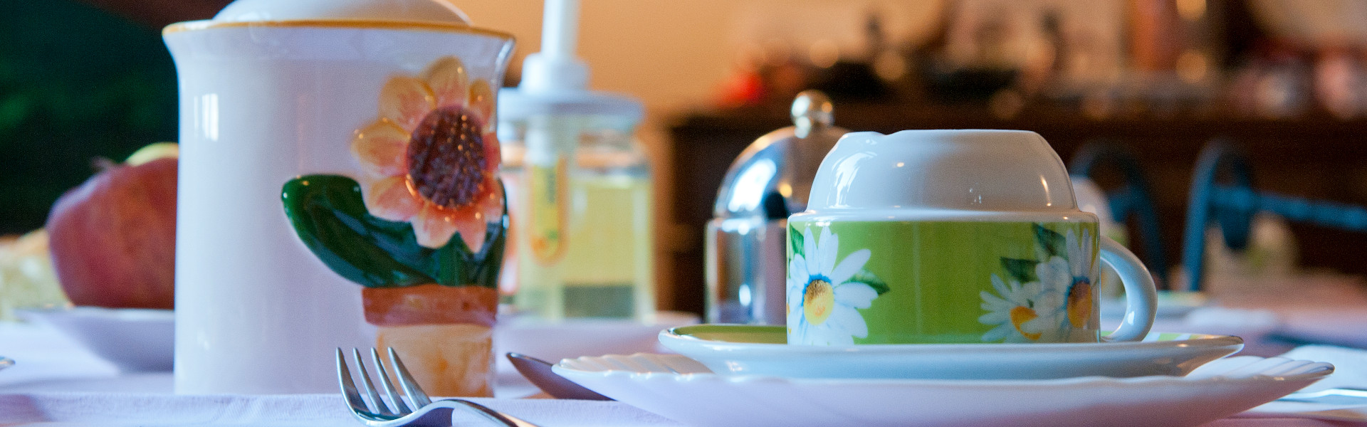 A coffee flavoured good morning, while the Lake Maggiore outside invites you to explore it...
